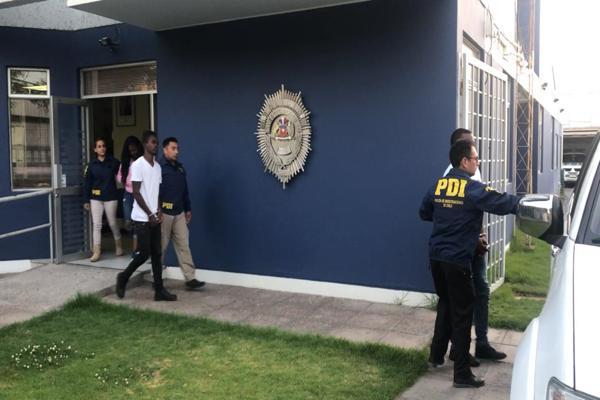 PDI traslado hasta santiago a extranjeros que fueron expulsados