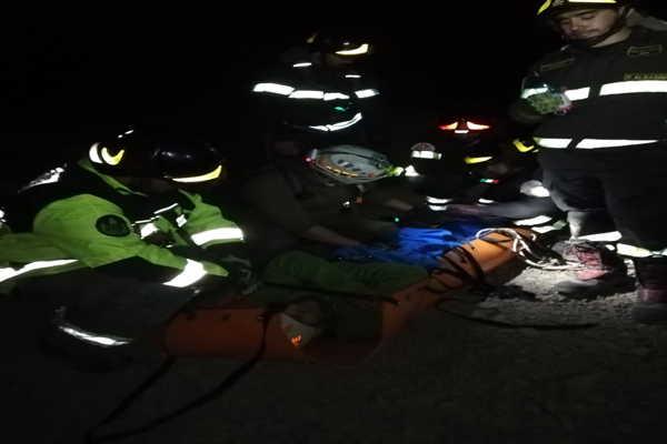 Complejo operativo nocturno realizo personal Gope para rescatar persona lesionada en cerro granate