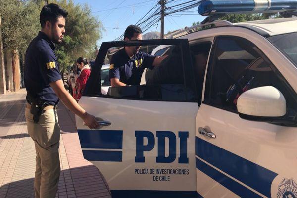 PDI detuvo a sujeto mientras golpeaba un vehículo del trasporte publico