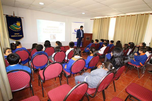 Fiscalía educó sobre peligros de internet y redes sociales a estudiantes en Copiapó