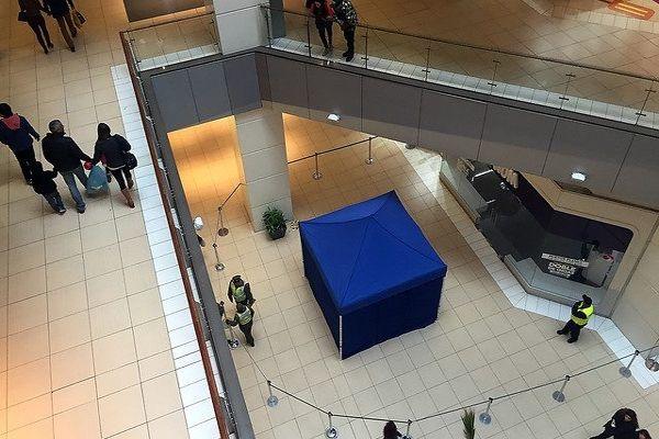 Hombre murió tras caer desde el quinto piso en el Costanera Center
