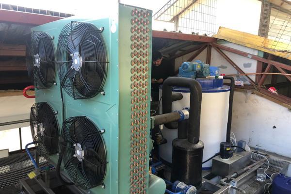Chañaral: pescadores ponen en marcha nueva maquina de hielo que les permitirá generar nuevos ingresos