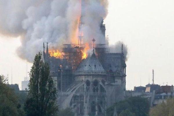 """El Vaticano expresa apoyo a """"la situación dramática"""" de Notre Dame"""
