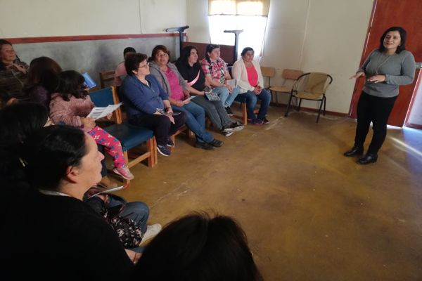 Mujeres de Carrizalillo y Caleta Chañaral de Aceituno participaron en taller sobre Divorcio y Pensión de Alimentos efectuado por el SernamEG