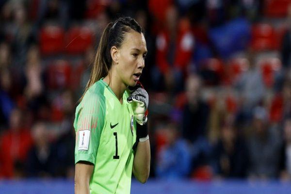 Christiane Endler tras adiós del Mundial: «Quizás pude evitar más goles y habríamos clasificado»