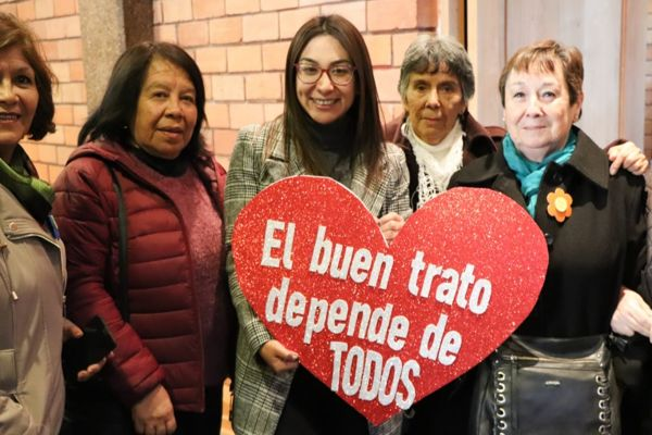 Seremi de Gobierno explicó importancia de ley que establece atención preferente en salud para personas mayores y con discapacidad