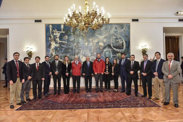 Ministro Fontaine se reúne con seremis y anuncia plan Todo Chile Emprende