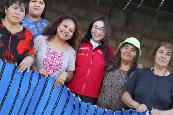 Organización de Alto del Carmen comenzó talleres que rescatan la técnica del telar de mesa