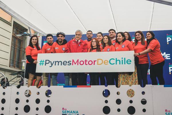 Ganadores de Selección Nacional de Pymes 2019 recibieron camiseta oficial entregada por el Presidente