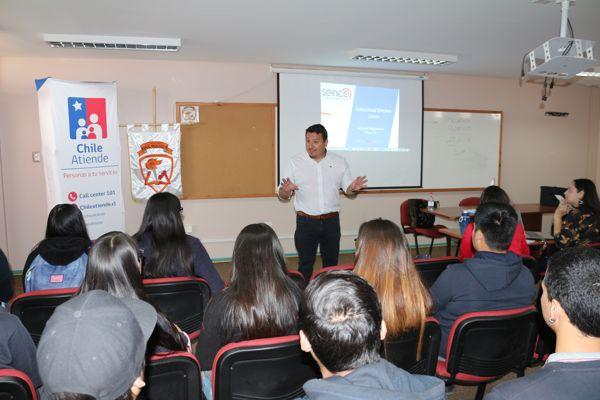 En Diego de Almagro: Seremi Carlos Leal Varas, visito liceo Manuel Magalhaes