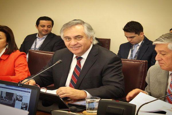 Senador Rafael Prohens por límite a la reelección parlamentaria: