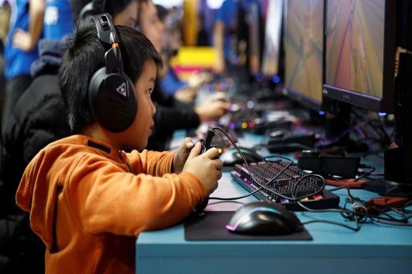 Imponen «toque de queda» digital a menores de edad en China