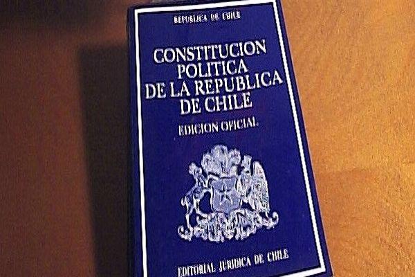 La Constitución de Chile entre los libros más vendidos de esta semana