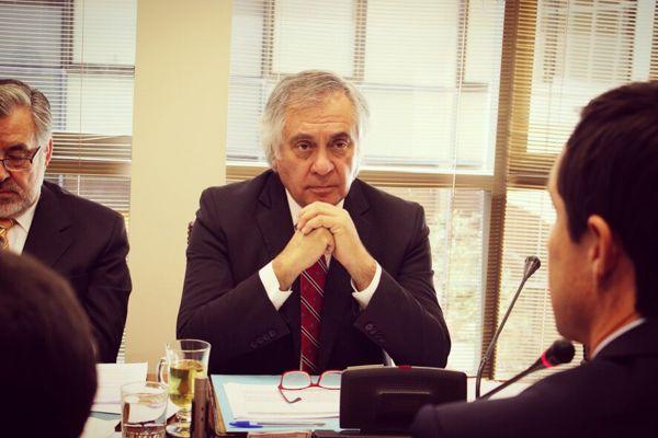 """Senador Rafael Prohens llamó a cuidar y respetar la democracia con voluntad social y política: """"La pelota está en nuestro lado de la cancha"""""""