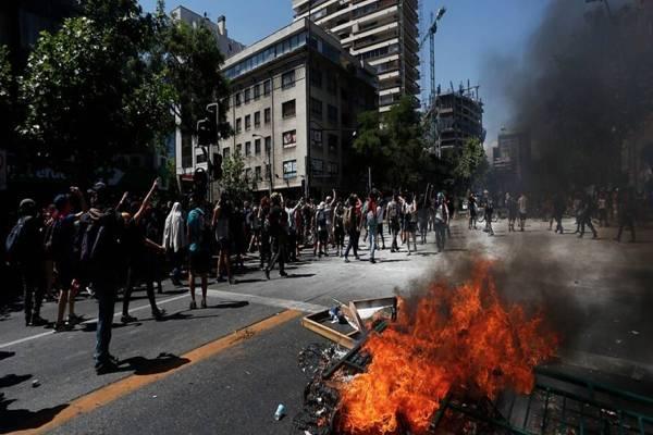 Precaución ante manifestaciones generaron cierre del Costanera Center