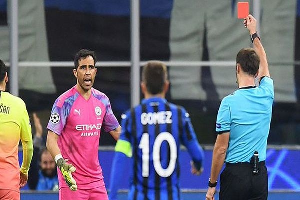 Bravo ingresó en el Atalanta-City por Champions y terminó siendo expulsado