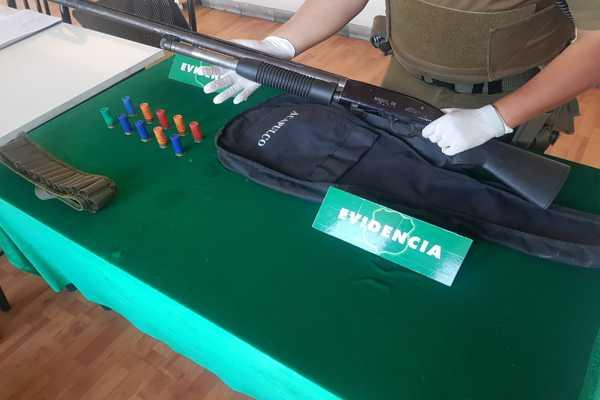 Carabineros encuentra armamento y municiones abandonadas en la vía publica en Caldera