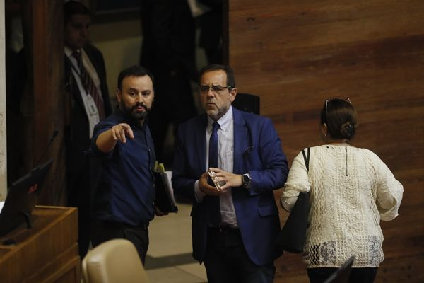 """Diputado Mulet (FREVS): """"Así como plantear la postergación del plebiscito no es antidemocrático, tampoco lo es adelantar las elecciones"""""""