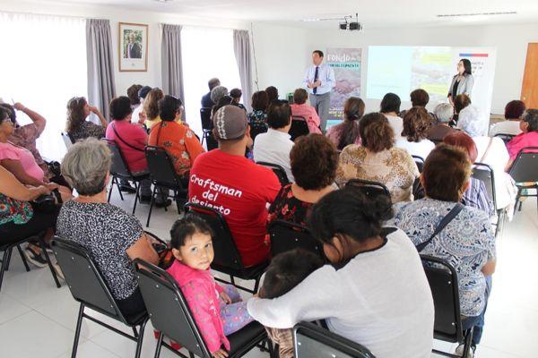Gobernador Ignacio Urcullú y Seremi de Gobierno capacitaron a decenas de dirigentes sobre Fondo de Fortalecimiento