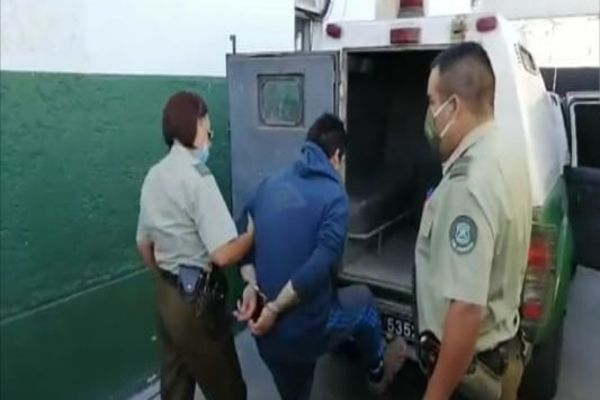 Carabineros detuvo a dos sujetos por robo con violencia