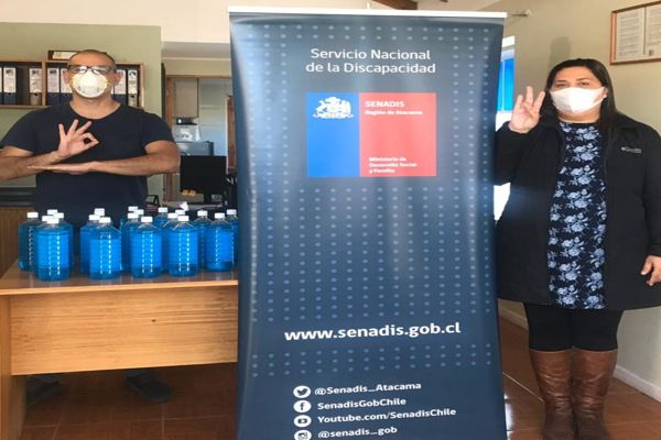 SENADIS Atacama entrega donación de alcohol gel destinada a niños, niñas y adolescentes sordos de Vallenar y Freirina