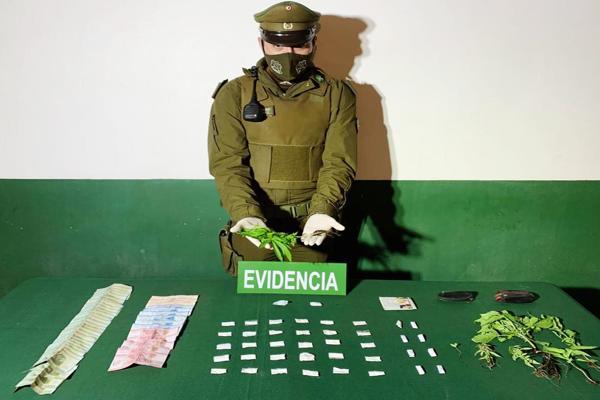 Carabineros de Tierra Amarilla detuvo a pareja dedicada al microtrafico de droga.