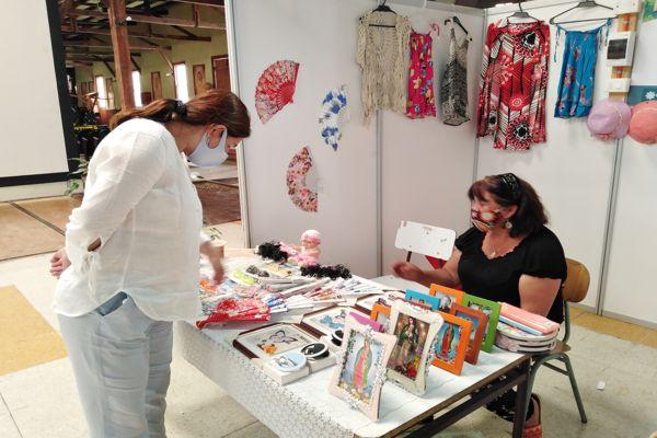 CALDERA: Emprendedores locales muestran sus productos en feria local en Caldera