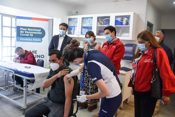 Vacunan contra el Covid-19 a funcionarios de la Red Sename en Atacama