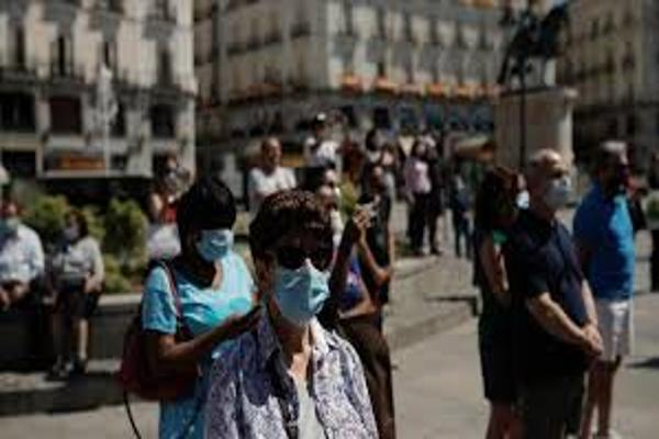 España: Los contagios por coronavirus continúan subiendo y suman casi 10.000 casos más que el martes pasado
