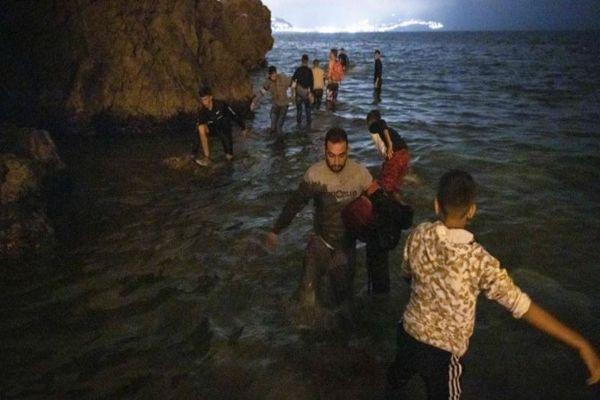 Ceuta: 4 claves que explican la llegada récord de miles de migrantes desde Marruecos a España en dos días