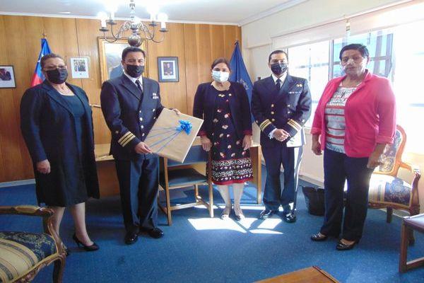 Alcaldesa de Caldera realiza saludo protocolar a la armada