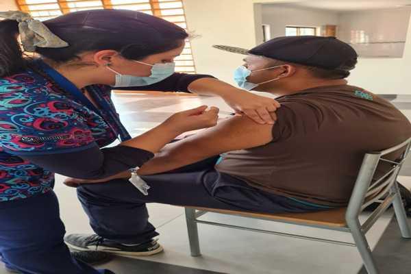 Servicio de salud realiza exitoso operativo de vacunación contra el Covid-19 e influenza en juntas de vecinos