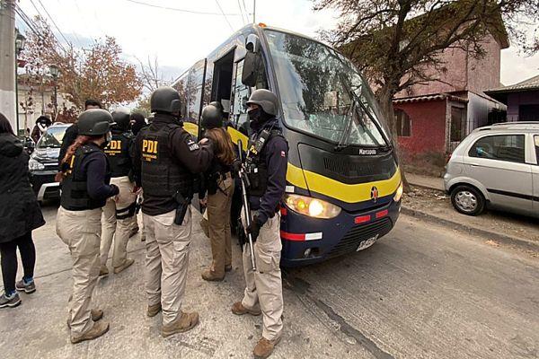 Al menos 22 detenidos luego de allanamiento de 40 departamentos