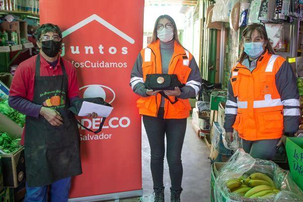 Codelco entrega kits de sanitización a feriantes y taxistas de Salvador de El Salvador