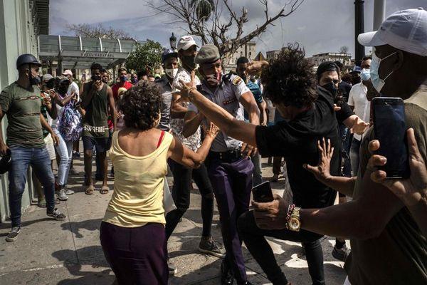La represión en Cuba suma ya decenas de detenidos